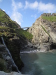 SX07497 Birdge between headland and Tintagel Island.jpg
